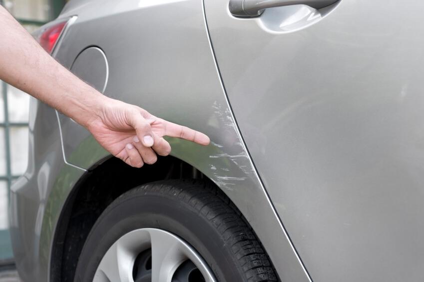 Полировка или покраска: как устранить царапины на кузове автомобиля